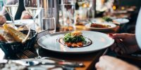 Nearly half of Canadians plan to imminently return to indoor dining